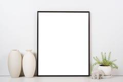 Tablero de la mesa diseñado, marco vacío, mofa de pintura del interior del cartel del arte Imagen de archivo libre de regalías