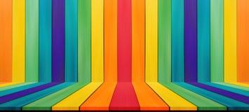 Tablero de la mesa vacío del color del arco iris del caramelo para el montaje de la exhibición su golpecito Imagenes de archivo