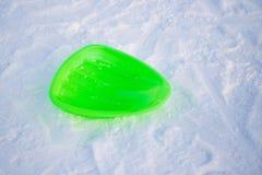 Tablero de la nieve de los niños para las montañas del hielo fotos de archivo