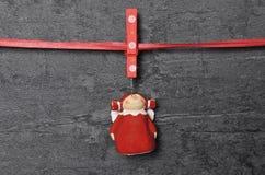 Tablero de la pizarra con ángel de la Navidad como fondo Foto de archivo libre de regalías