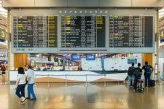 Tablero de la salida en el aeropuerto Singapur de Changi Foto de archivo libre de regalías