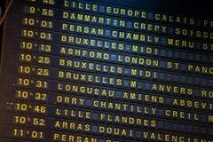 Tablero de la salida en la estación de tren en París, Francia Fotos de archivo libres de regalías