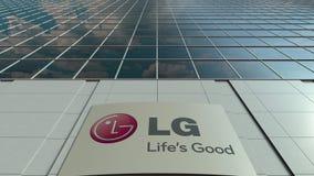 Tablero de la señalización con el logotipo de LG Corporation Lapso de tiempo moderno de la fachada del edificio de oficinas Repre almacen de video