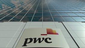 Tablero de la señalización con el logotipo de PricewaterhouseCoopers PwC Lapso de tiempo moderno de la fachada del edificio de of metrajes