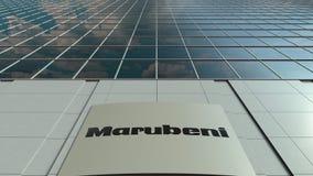 Tablero de la señalización con el logotipo de la sociedad de Marubeni Lapso de tiempo moderno de la fachada del edificio de ofici almacen de metraje de vídeo