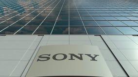 Tablero de la señalización con el logotipo de Sony Corporation Lapso de tiempo moderno de la fachada del edificio de oficinas Rep almacen de metraje de vídeo