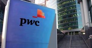 Tablero de la señalización de la calle con el logotipo de PricewaterhouseCoopers PwC Rascacielos del centro de la oficina y fondo ilustración del vector