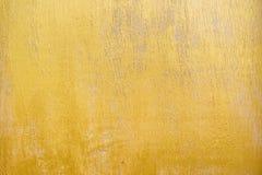 Tablero de madera pintado en color del oro imágenes de archivo libres de regalías