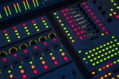 Tablero de mezcla del ingeniero de sonido Imagen de archivo libre de regalías