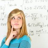 Tablero de pensamiento de las matemáticas del adolescente del estudiante Fotografía de archivo