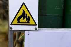 Tablero de precaución - inflamable Fotografía de archivo libre de regalías