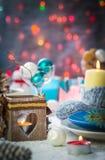 Tablero de tabla festivo de la víspera de Navidad de la Navidad que fija el muñeco de nieve del Año Nuevo Imágenes de archivo libres de regalías