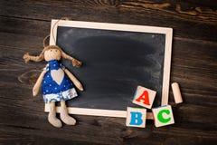 Tablero de tiza y letras ABC Foto de archivo libre de regalías