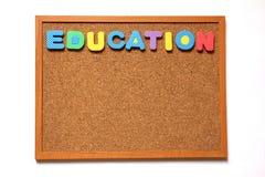 Tablero del corcho con la fraseología de la educación Fotografía de archivo