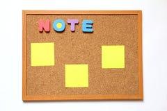 Tablero del corcho con la nota de papel Fotografía de archivo libre de regalías