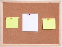 Tablero del corcho y blanco del papel en blanco aislado Fotografía de archivo