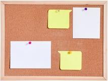 Tablero del corcho y blanco del papel en blanco aislado Imagenes de archivo
