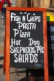 Tablero del menú en la calle de Londres Imagen de archivo