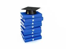 Tablero del mortero en la pila de libro del graduado del azul aislado en w blanco Fotos de archivo libres de regalías