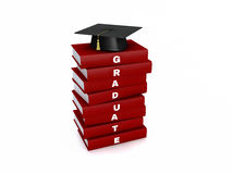 Tablero del mortero en la pila de libro del graduado del rojo aislado en el ingenio blanco Foto de archivo libre de regalías