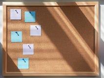 Tablero del Pin para las notas Luz de la mañana Foto de archivo libre de regalías