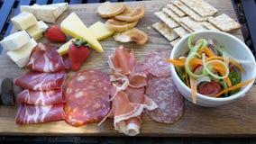 Tablero del queso y del Charcuterie - Constantia Foto de archivo libre de regalías