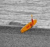Tablero del rescate de la resaca del salvavidas de la playa Imagen de archivo