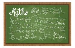 Tablero negro de la escuela con fórmulas de la matemáticas Fotografía de archivo