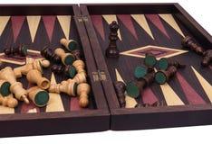 Tablero y ajedrez de backgammon Fotos de archivo
