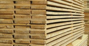 Tableros de madera apilados Foto de archivo libre de regalías