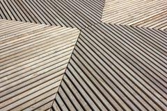 Tableros de madera periódicamente perpendicular y paralelo grises foto de archivo