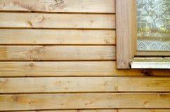 Tableros del pino con el segmento de la ventana Fotos de archivo