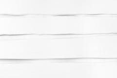 Tableros desiguales, torcidos pintados blancos Fondo, textura Imágenes de archivo libres de regalías