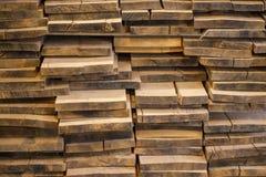 Tableros doblados del roble Para la fabricación de muebles lumber imagenes de archivo