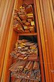 Tableros que bordean, moldeados del arquitrabe y marcos de madera Imagenes de archivo