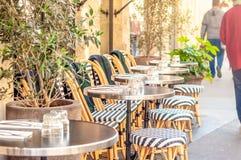 Tables de café à Paris photographie stock libre de droits