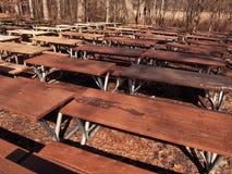 Tables de pique-nique en bois Images stock