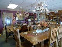 Tables de salle à manger rustiques de société de meubles de bois de construction Image libre de droits
