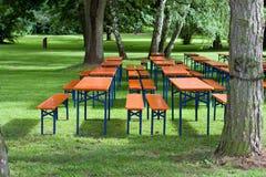 Tables et bancs de bière Photos stock