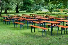 Tables et bancs de bière Photos libres de droits