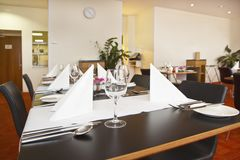 Tables with formal setup in modern restaurant Royalty Free Stock Photos