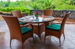 tables mises pour un dîner Photos stock