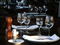 Tablesetting dans un restaurant Photos libres de droits
