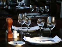 Tablesetting en un restaurante Fotos de archivo libres de regalías