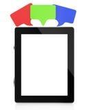 Tablet компьютер с пузырями пустого экрана и речи Стоковые Изображения