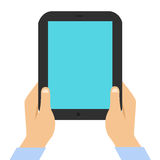 Tablet auf einem weißen Hintergrund in den männlichen Händen lizenzfreie stockbilder