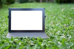 Tablet auf Gras Lizenzfreies Stockbild