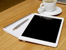 Tablet auf Schreibtisch Lizenzfreies Stockbild