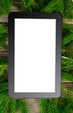 Tablet auf Weihnachtsbaumbrunch Lizenzfreies Stockfoto