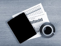 Tablet with blank screen and coffee cup Stock Photography